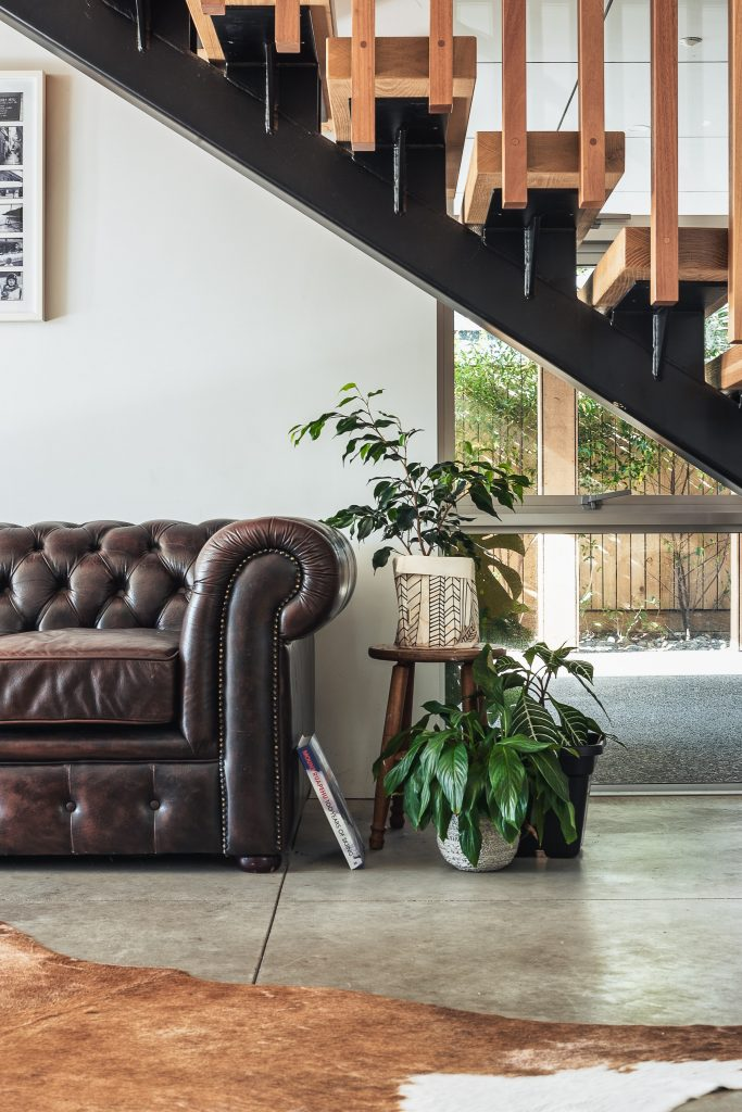 how to clean leather lounges